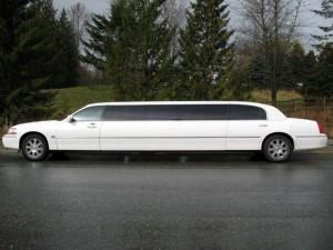 10-passenger-limo